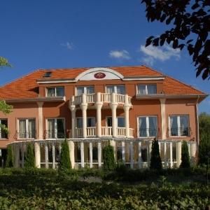 Kék Duna Wellness Hotel****
